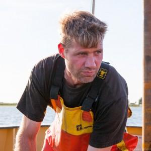 Volendammer visser aan het werk