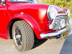 Chromen details van voorzijde retro Mini Cooper