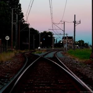NS Station Obdam bij zonsondergang vanaf wissel