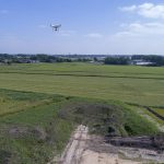 Inmeten van een depot met een drone