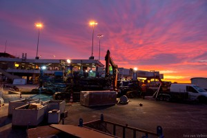Zonsopkomst tijdens beton werkzaamheden pier Schiphol
